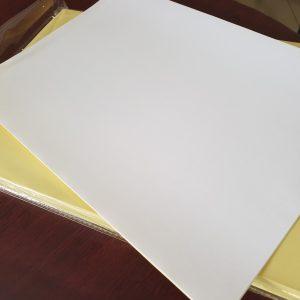 کاغذ مات پشت چسب دار ۱۳۵ گرم ۱۰۰ برگی سایزA4